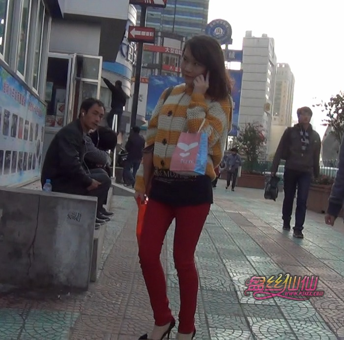 美女穿短丝袜视频 雯雅婷丝袜231p